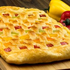 Vegetable and ham puff pastry - Surprise everyone with this delicious and healthy food Cheese Pastry, Cooking Recipes, Healthy Recipes, Healthy Food, Romanian Food, Ham And Cheese, Mozzarella, Apple Pie, I Foods