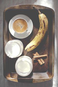 Espresso banana cinnamon smoothie by Jenalle Los    CocoJenalle
