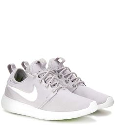 Nike Roshe Two light grey sneakers