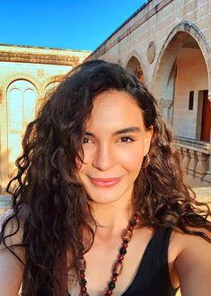 Turkish Women Beautiful, Turkish Beauty, Star Wars, Actors Images, Turkish Fashion, Different Hairstyles, Turkish Actors, Beautiful Actresses, Beauty Women