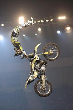 Would love to go to a freestyle show! Enduro Motocross, Motocross Baby, Freestyle Motocross, Dirtbikes, Street Bikes, Go Kart, Extreme Sports, Ducati, Yamaha