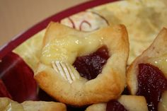 Cranberry brie bites - perfect Thanksgiving appetizer - my sister's recipe!