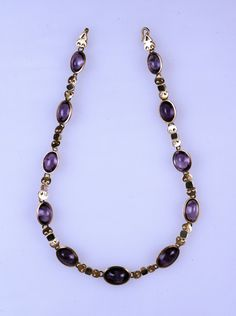 Roman necklace of gold, emerald, and unbacked amethyst. 3rd century CE.