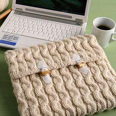 CUSTODIA FAI DA TESe ami lavorare a maglia realizza una busta colorata: l