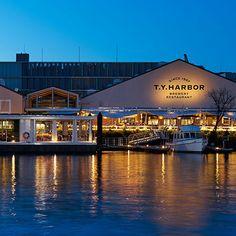 醸造所を併設したブルワリーレストラン。 目の前に拡がる運河には水上ラウンジが浮かぶ 天王洲地域のランドマーク