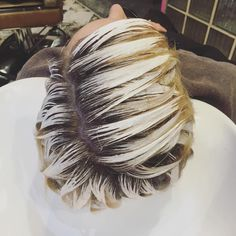 128 отметок «Нравится», 3 комментариев — Corey Watts Hair London (@coreywattshair) в Instagram: «Processing ... #balayage #wellahair #behindthechair #processingporn #haircolour #blonde…»