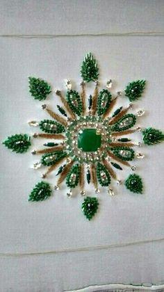 exemple de broderie de pierres et de perles: