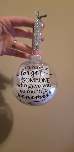 Diy christmas ornaments glass dads 59 super ideas - Things for My Wall - Wedding Memorial Ornaments, Diy Christmas Ornaments, Christmas Balls, Homemade Christmas, Diy Christmas Gifts, Christmas Projects, All Things Christmas, Christmas Decorations, Christmas Ornaments With Pictures