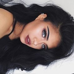 Hot blue eyed chic, fresh nude makeup look