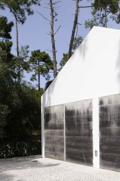 House In Banzao / Frederico Valsassina Arquitecto