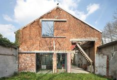Image 2 of 25 from gallery of Patijn House / Caroline Lambrechts & Machteld D'Hollander. Photograph by Filip Dujardin Greenhouse Construction, Holland House, Interior Windows, Arched Windows, Brickwork, Bungalows, Pedestal, Old Houses, Facade