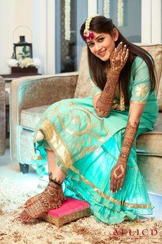 Mehendi clicks Brides Must have on Mehendi Photography Mehendi Photography, Indian Wedding Couple Photography, Indian Wedding Bride, Bride Photography, South Indian Bride, Indian Bridal, Sikh Bride, Bride Groom, Photography Ideas
