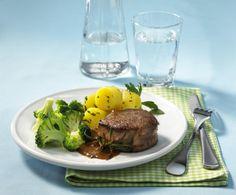 Unser beliebtes Rezept für Rinderfilet mit Broccoli-Gemüse und Petersilienkartoffeln und mehr als 55.000 weitere kostenlose Rezepte auf LECKER.de.
