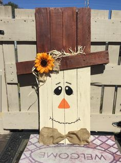 Reversible pallet wood scarecrow