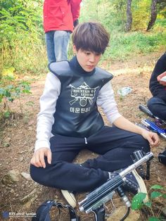 Jimin- BTS [#V앱 비하인드]  숨소리만 가득했던 V앱 달려라방탄 서바이벌 편- 비하인드 업데이트!