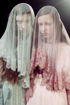 Meadham Kirchhoff fall/winter 2014 I love veils in general and not just for bridal looks. Meadham Kirchhoff, Fall Winter 2014, Editorial Fashion, Marie, Fashion Photography, Editorial Photography, Tulle, Style Inspiration, Painting Inspiration