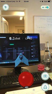 Ofise kelebek girdi sandık, Zubat çıktı :D #PokemonGo — heyecanlı hissediyor.