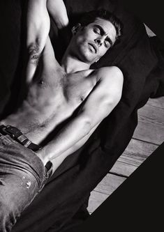 feeding our hunger of impossibilities; the Spanish male model and former hawtness Jon Kortajarena, even his name is a eargasm; I had not seen sexiest eyebrows as Jon's; being the bad guy is sexy but being good at being bad makes you a legend. Santo Cielo, éste hombre es candela.
