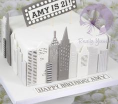 New York birthday cake - Cake by Reallyyummy Cake Decorating For Beginners, Cake Decorating Tutorials, 18th Birthday Cake, 40th Birthday Parties, Nyc Cake, New York Cake, Broadway Theme, 18th Cake, Travel Cake