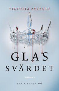 """Författare: Victoria Aveyard """"Mare Barrows blod är rött, färgen hos vanligt folk, men hennes silverförmåga, kraften att styra blixten, har förvandlat henne till ett vapen som kungahuset försöker kontrollera. Härskaren kallar henne enbluff, men när hon flyr från Maven, prinsen..."""