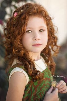 if only I could maybe one day have a lil girl with auburn curly hair but it's rather doubtful lol! Beautiful Red Hair, Gorgeous Redhead, Beautiful Children, Beautiful People, Girls With Red Hair, Natural Redhead, Irish Girls, Photographing Kids, Ginger Hair
