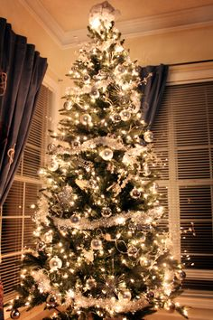 My white and silver #Christmas tree... themed with snowflakes and #white #ornaments for my #winter wonderland party