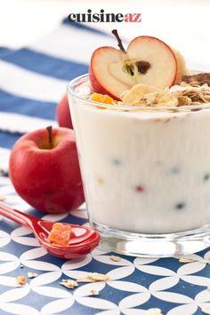 C'est facile et rapide de préparer du yaourt gourmand au muesli et à la pomme. #recette#cuisine#yaourt#muesli #pomme Muesli, Yogurt, Apples, Greedy People, Granola