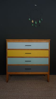 commode vintage jaune