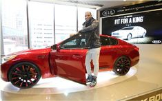 To promote its K900 luxurious sedan, Kia was associated to the NBA star, LeBron James. The basketball player has had the opportunity to create a K900 has its image.This automobile demarquait by its red metallic paint, blackened his badge and his huge 22-inch wheels. Grace has lowered suspension, she was also lower has originally.   #auto #autoes #automobiles #car #cars guide #Kia K900 King James will be sold in auction #News #The Car Guide #the cars