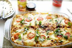Pastaschotel met gehakt | Kookmutsjes Oven Cooking, Cooking Recipes, Healthy Recipes, Healthy Meals, Easy Recipes, Healthy Food, Casserole Dishes, Casserole Recipes, Good Food