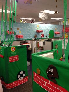 Mario Halloween Cubicle, Office Halloween Costumes, Halloween 2014, Halloween Birthday, Super Mario Birthday, Mario Birthday Party, Mario Party, Super Mario Bros, Office Decorations