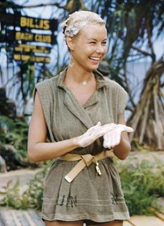 "johnhannahs: ""Mitzi Gaynor on the set of South Pacific "" Washing the man right outta her hair. Classic Hollywood, Old Hollywood, Movie Stars, Movie Tv, Mitzi Gaynor, Donald O'connor, Sound Of Music, Old Movies, Classic Movies"