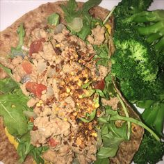 Phase 1 Turkey Wrap.  DELISH!  4 oz ground turkey ⅓ cup diced tomato ¼ cup diced red onion ¼ teaspoon sea salt ¼ tsp fresh or dried oregano 1 tsp prepared mustard 1 brown rice tortilla 1 cup arugula 1 cup chopped pineapple 💚