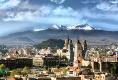 Toluca (Estado de México).Situado en el área metropolitana de Toluca, el pueblo de Metepec basa su magia en la variedad y la calidad de las tiendas de artesanía de barro y cerámica, que llenan sus calles. El tema más famosos para las piezas de ''sounevir'' es el árbol de la vida.
