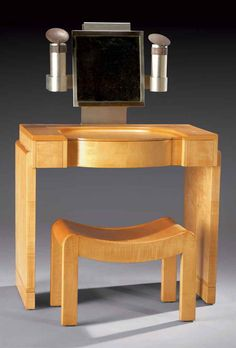 PIERRE CHAREAU (1883-1950) COIFFEUSE 'MS423' ET SON TABOURET 'SN1',VERS 1926 En sycomore Art Deco Furniture, Furniture Styles, Furniture Design, Pierre Chareau, Muebles Art Deco, Art Deco Bedroom, Art Deco Buildings, Vintage Vanity, Art Decor