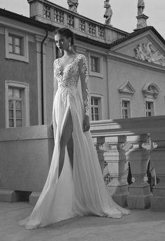 Znalezione obrazy dla zapytania suknia ślubna z długim rękawem
