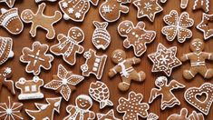 Gorgeous little gingerbread men - some of our top 10 gifts under Fondant Minions, Christmas Gingerbread, Gingerbread Cookies, Gingerbread Recipes, Christmas Cake Decorations, Cake Topper Tutorial, Swedish Recipes, Seasonal Food, Party Cakes
