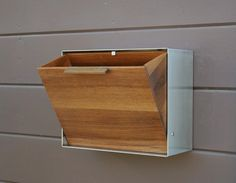 Sleek Mid Century Modern Mailbox Design - http://pinkgraygold.com/sleek-mid-century-modern-mailbox-design/ : #HomeDecor Mid century modern mailbox is inspiring in design that produced by those produced in the 1950s and 1960s. The two tone of color brings out the design's sleek look with really pleasing clean lines. Colors are original and you can try on choosing Eichler Exterior Accent Colors. I have uploaded the ...