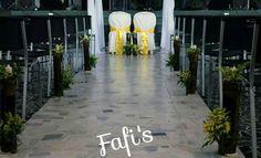 Caminito decorado con madera, flor natural y velas !