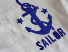 Tee-shirt marin en tissu thermocollant #DIY http://www.modesettravaux.fr/tee-shirt-marin-tissu-thermocollant/