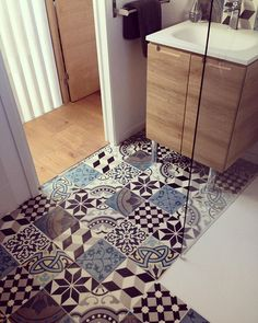 Boho, Spanish, Moroccan - whatever you happen to call them, there's no denying the visual impact these tiles have. Bathroom Renos, Bathroom Flooring, Bathroom Interior, Small Bathroom, Bathroom Plumbing, Tile Design, Bathroom Inspiration, Home Interior Design, Tiles