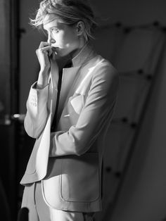 Behind-the-scenes from the Theory SS16 campaign with Hana Jirickova shot by David Sims.
