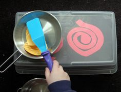 What a clever and easy way to make a stove for you kid. And you can just put it away in the toy closet.