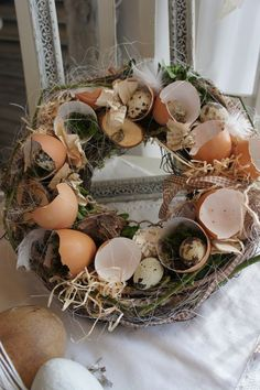 "Frühling - Osterkranz ""Little Egg Lily .ml 2019 Easter Brunch, Easter Party, Easter Table, Easter Eggs, Easter Wreaths, Christmas Wreaths, Spring Decoration, Diy Spring Wreath, Deco Floral"