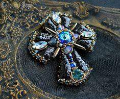 351 отметок «Нравится», 12 комментариев — Evgenia Vorona (@evgenia_vorona) в Instagram: «Хоть я и не люблю синие тона, но этот крест из коллекции мне запал в душу больше всего 😍 Вышивка…»