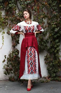 How to meet Eastern European brides? Women from Ukraine and Russia are looking for good, honest and reliable men like you! Find your love easy! Arab Fashion, Folk Fashion, Russian Fashion, Ethnic Fashion, Eid Dresses, Evening Dresses, Fashion Dresses, Traditional Fashion, Traditional Dresses