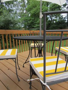 DIY Painted Outdoor Cushions.