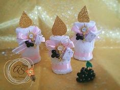 Souvenirs para Bautizos o Primera Comunión con toallas - Dale Detalles First Communion Decorations, First Communion Favors, Communion Gifts, First Holy Communion, Template Cupcake, Crafts To Make And Sell, Diy And Crafts, Towel Crafts, Bunny Crafts