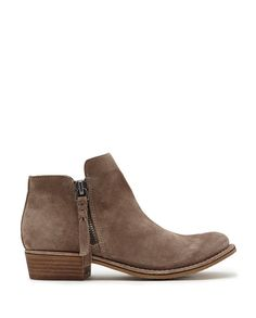 SUTTON BOOTIES: Make your own path in the SUTTON, a laid back, lived in bootie.
