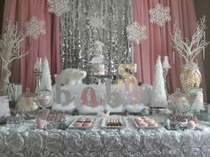 A snowflake is on the way Baby Shower Party Ideas - Savannah birthday ideas - Baby Shower Ideas Fiesta Baby Shower, Baby Shower Niño, Baby Girl Shower Themes, Baby Shower Gender Reveal, Shower Party, Baby Shower Parties, Girl Babyshower Themes, Snowflake Baby Shower, Christmas Baby Shower